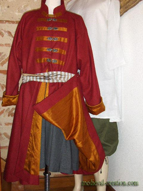 Caftan Varègue  Hersir  wool  and silk red gold